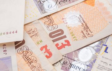 Earnings including bonuses up 2.2% on the year in cash terms but down 0.3% after taking inflation into account | ONS