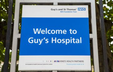 Ministers set to offer NHS staff 6.5% rise | Guardian
